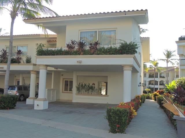 Luxury Three Brd Villa at Grand Marina Villas