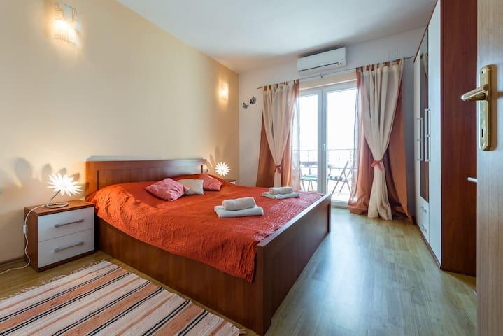 Luxor Orange Apartment