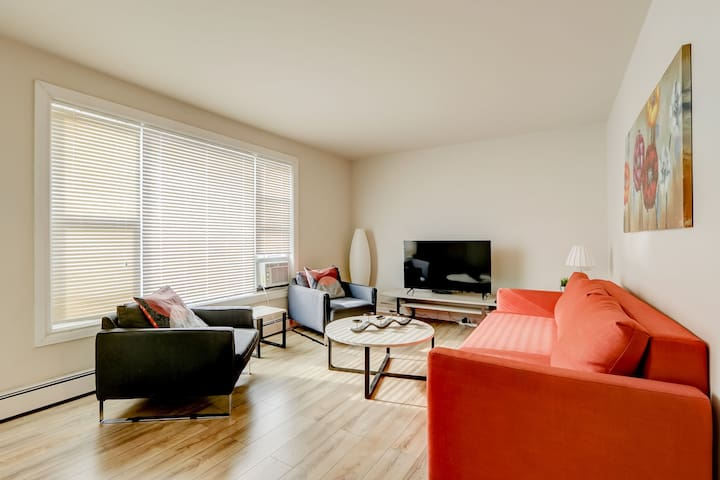 3 Bedroom Apartment/Central Location/Free Parking