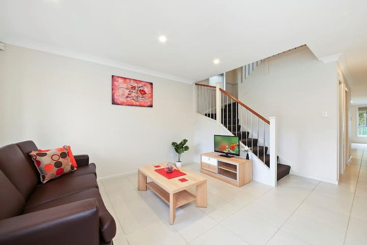 ALPINE PLACE VILLA 26 - Great for Larger Groups - Carnes Hill - Huis