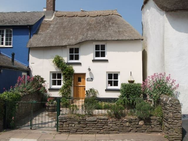 Hope Thatch, luxury thatched cottage near beaches