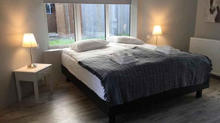 3 nights, 20% off Lovely room, king size bed