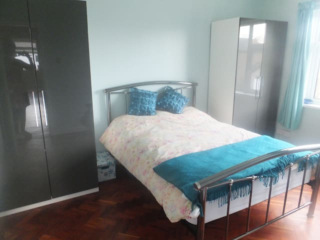 double room in quiet location - Wenvoe