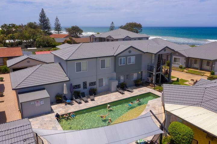 Meridian Beachside Apartments - Garden View