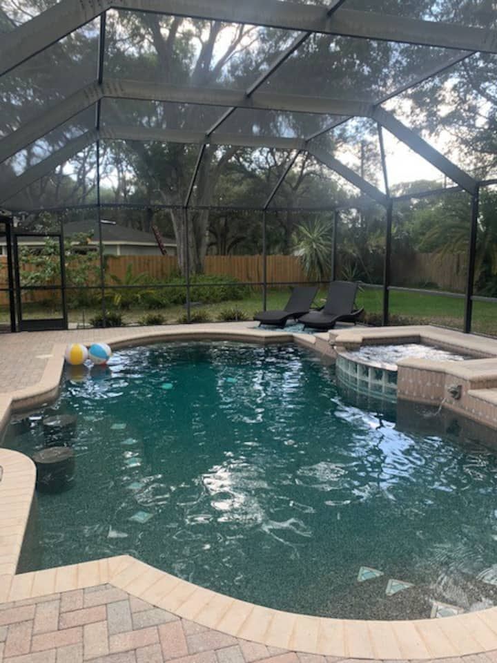 Comfortable POOL home for the whole family!