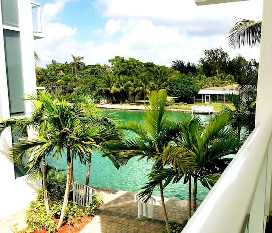 Modern Townhouse with Bay Views - Miami Beach - Rekkehus