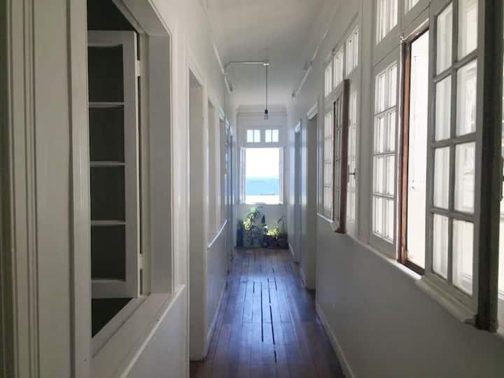*Clásica casa porteña con vista al mar (1-6pers.)*
