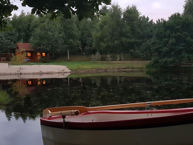 Ło' Burka  -  DOMEK DREWNIANY Z WIDOKIEM  NA STAW