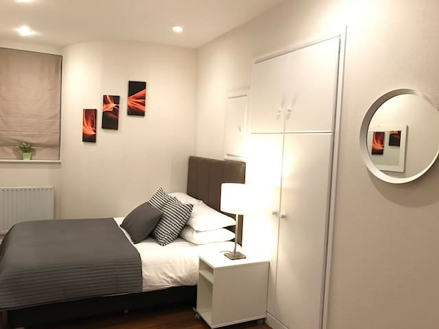 London Studio Apartment#32 B Zone 1 On Promo