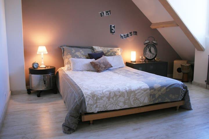 Une chambre à la campagne - Cosnac - Huis