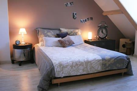 Une chambre à la campagne - Cosnac - Ház