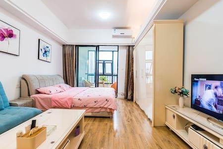 小雅逸居~北仑近地铁凤凰国际温馨公寓