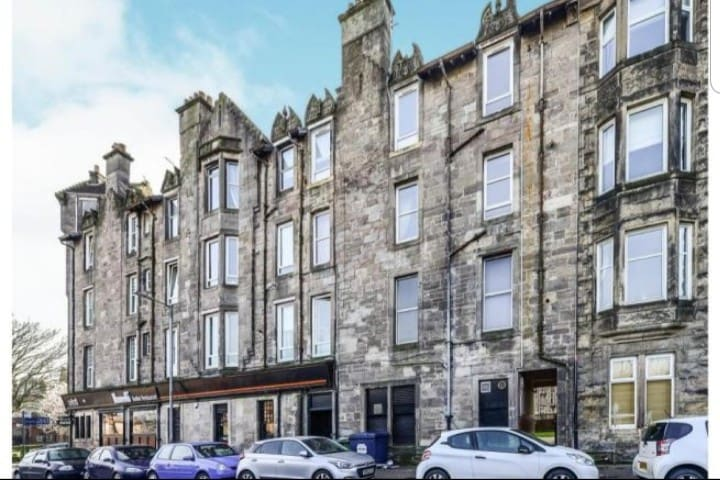 Spacious 1 Bedroom dumbarton flat