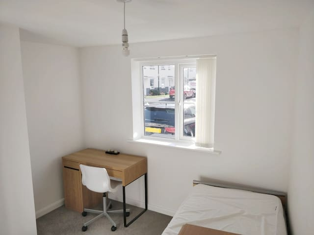 Cosy room close to Liberty Stadium & Shopping park
