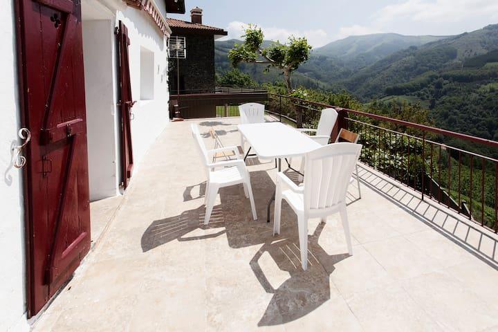 Caserio con impresionantes vistas