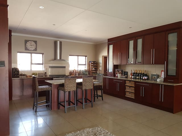Comfortable family home for holiday - Oudtshoorn - Casa