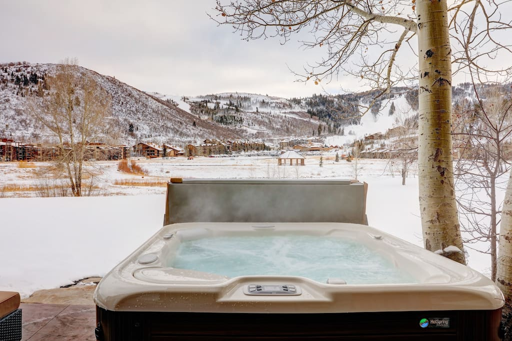 Brand new, private hot tub with direct views of Deer Valley
