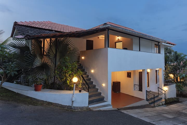 4 BR Villa - Cook, Staff, Pool, Driver & Car ☆☆☆☆☆