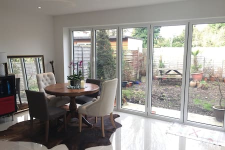 Fantastic double room in stunning modern home. - West Drayton
