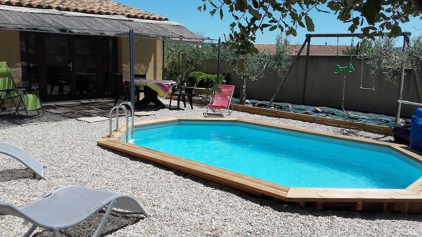 Studio chaleureux avec  piscine - Le Pouget - House
