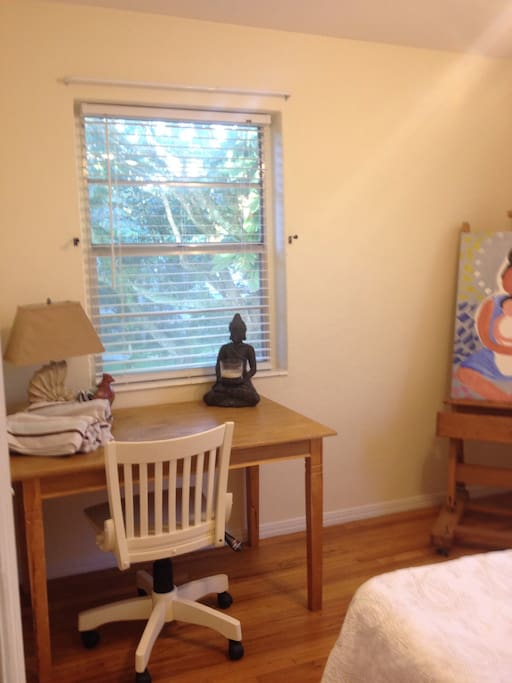 Art studio/guest room.