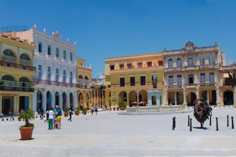 Plaza Vieja, muy cerca del apartamento