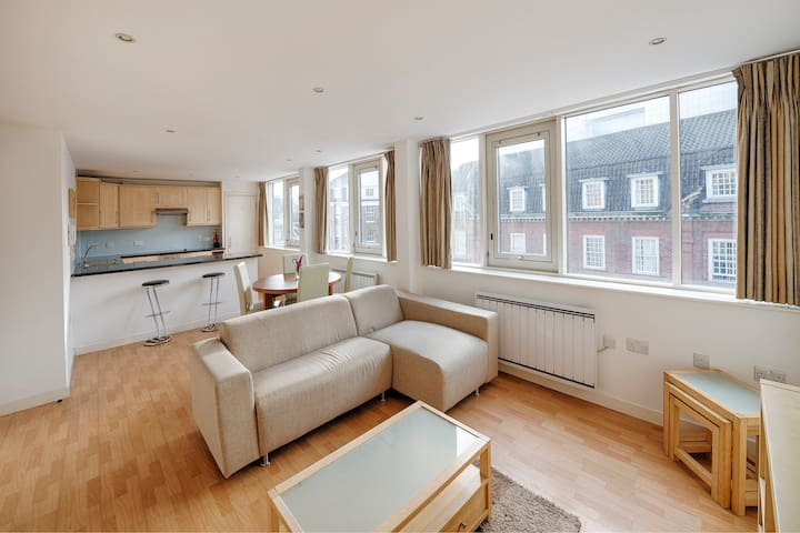 Modern Aircondition 2 Beds 2 Bath Victoria Station