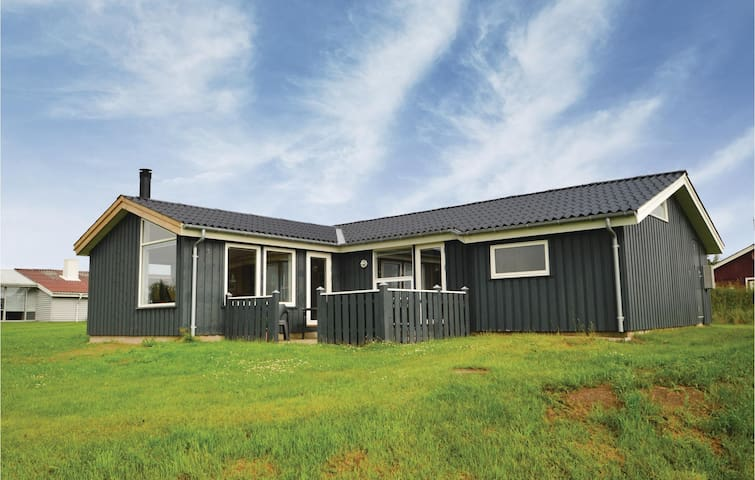 Holiday cottage with 3 bedrooms on 104m² in Hjørring