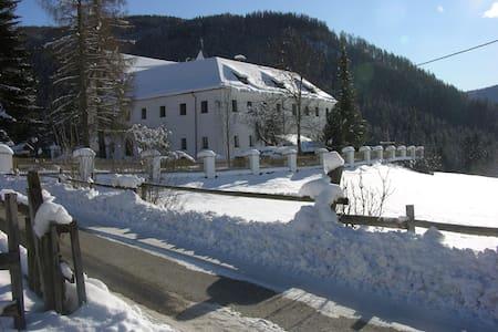 Schloss Berg Klösterle M (1. OG) - House