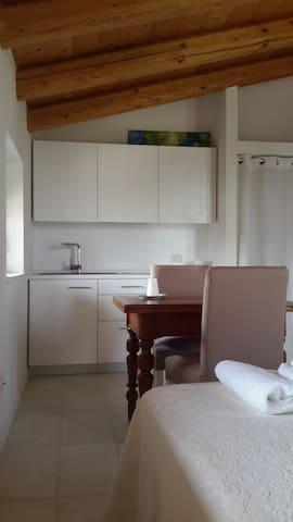 Monolocale con cucina e letto matrimoniale - Villafranca di Verona - Appartement