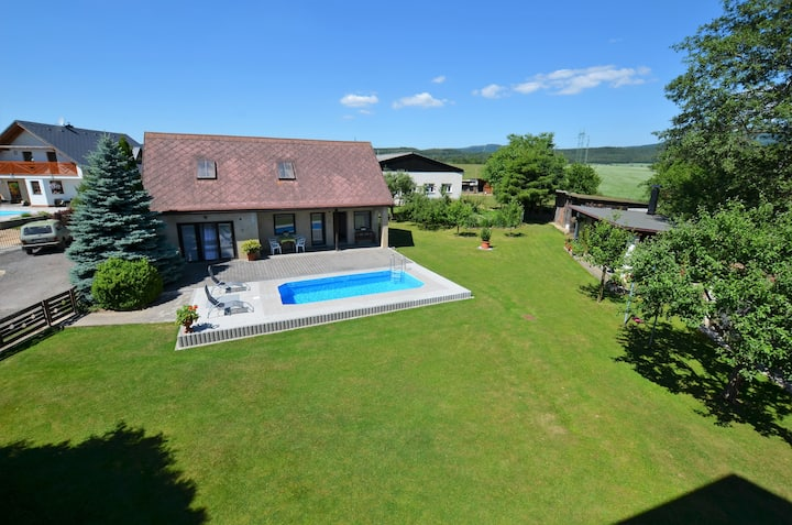 Detached holiday home with pool, covered terrace, bbq, fenced garden