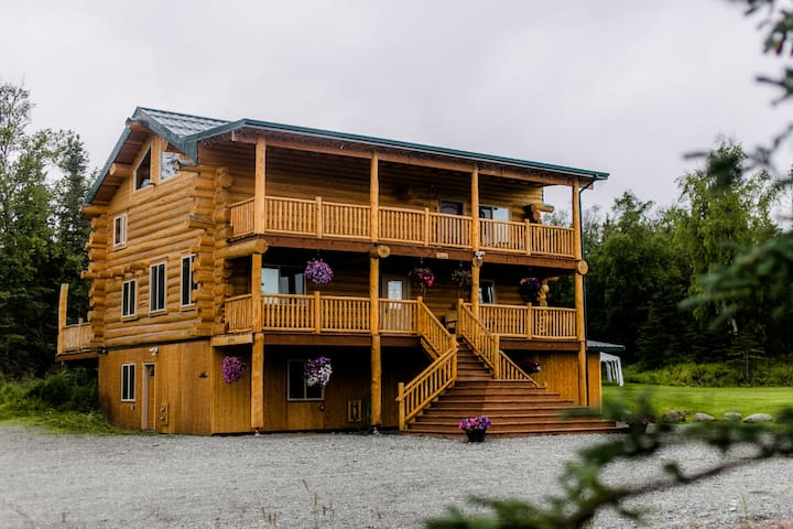 Alaska Knotty Pine B&B Mountain View Suite Room