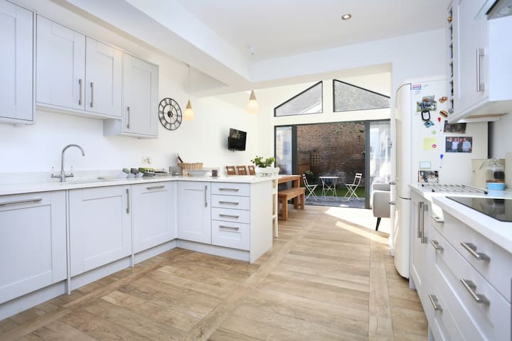 Lovely 2 bedroom house in Hanwell, West London
