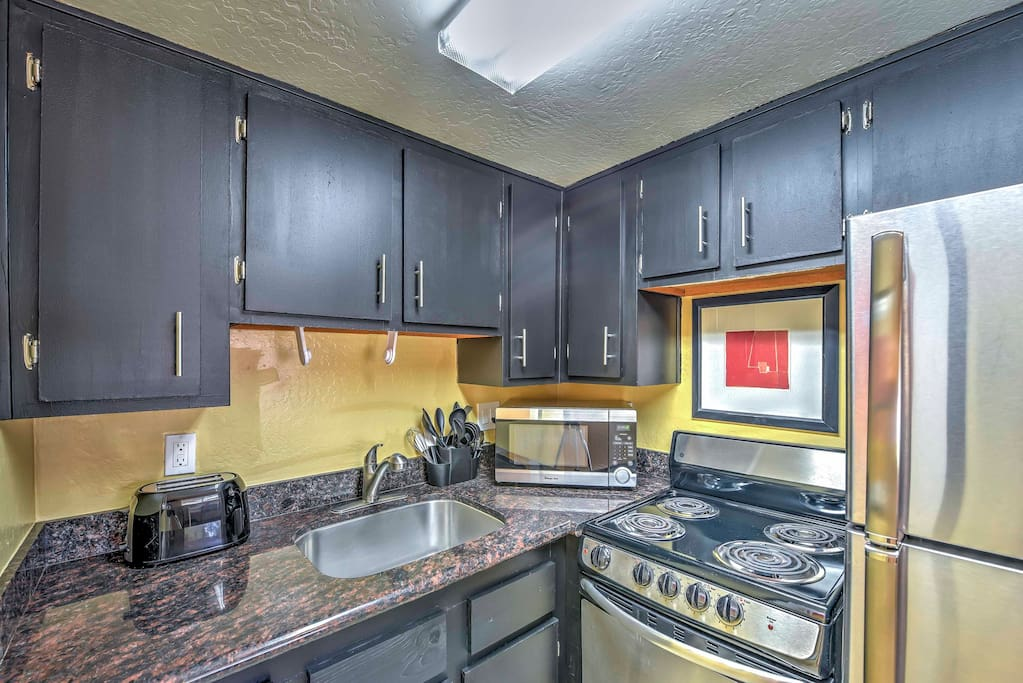 The fully equipped kitchen handles any of your meals.
