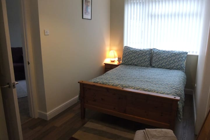 "Self contained apartment - ""The Studio"" sleeps 2 - Newton Abbot"
