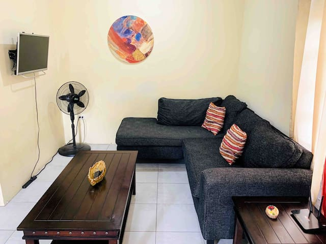 Living Room, smart tv w/ Netflix and YouTube and Apps!