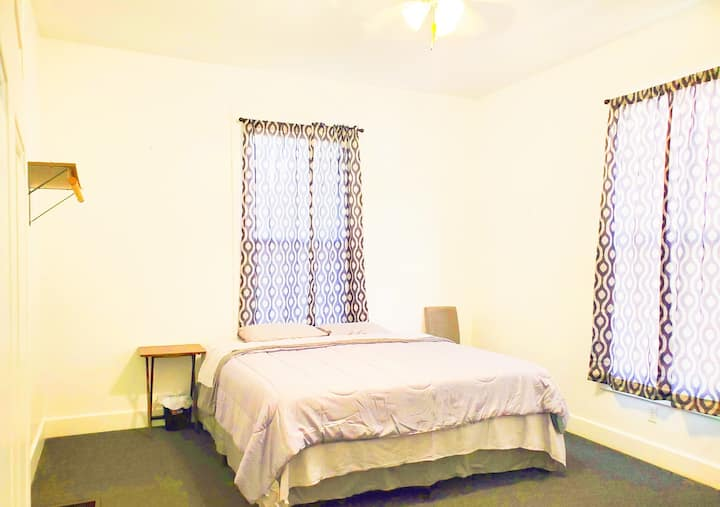 Walking distance to UofL and Churchill Downs.