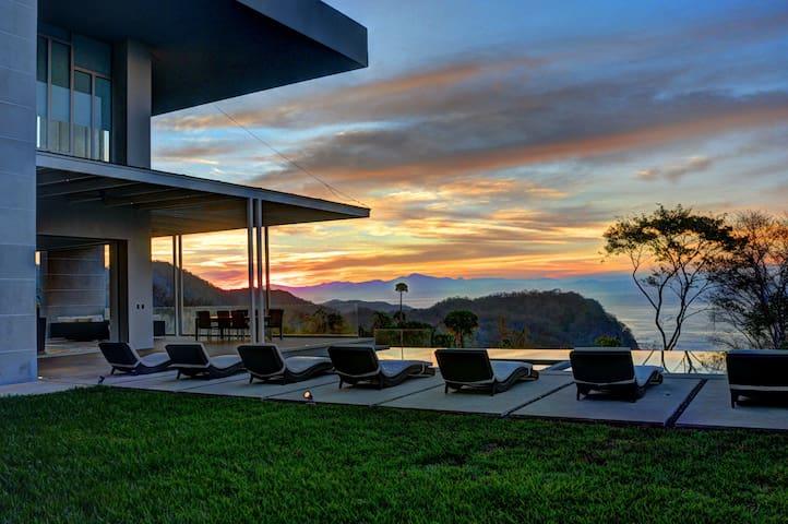 Lavish Villa! Infinity Pool & Concierge Service! - Provincia de Puntarenas - Villa
