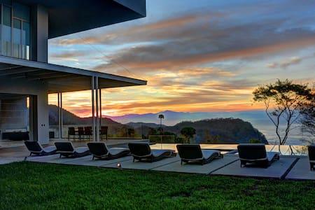 Lavish Villa! Infinity Pool & Concierge Service! - San José