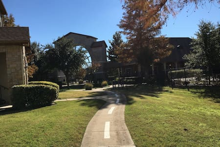 Beautiful and cozy 1b1b apt1226 - Allen