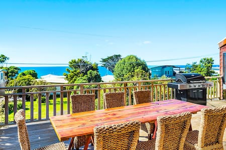 SURF LODGE - large deck with stunning ocean views - Skenes Creek - 独立屋