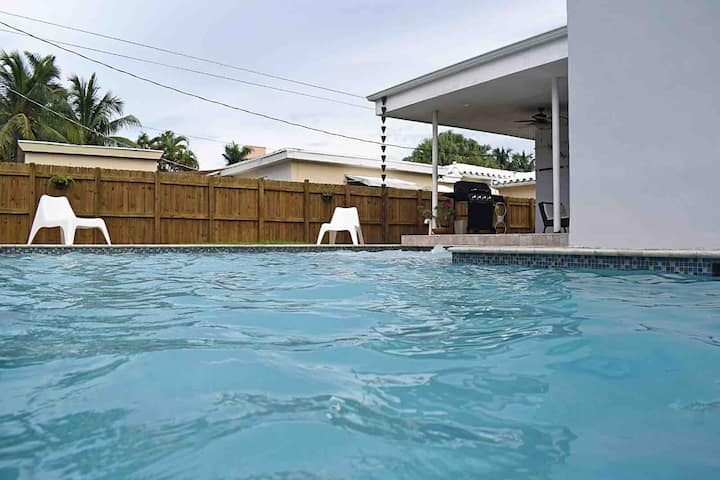 Great 3 Bedrooms / 3 Baths Pool Home by the Beach