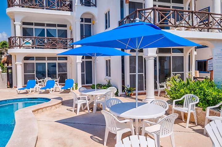 Beautiful and Affordable Studio w Pool! Beach!