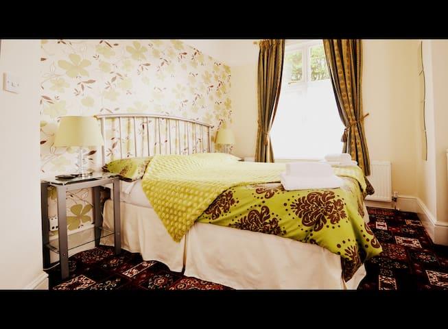 Lyndricks House - Executive Single Room
