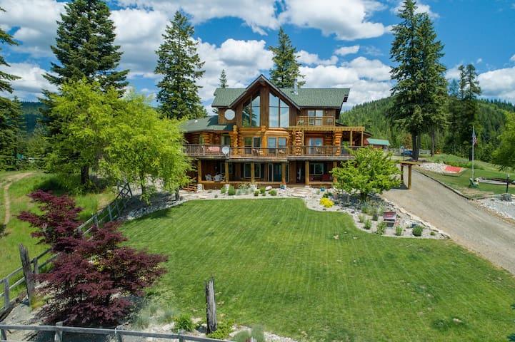 Mountain Ridge Log Home with view