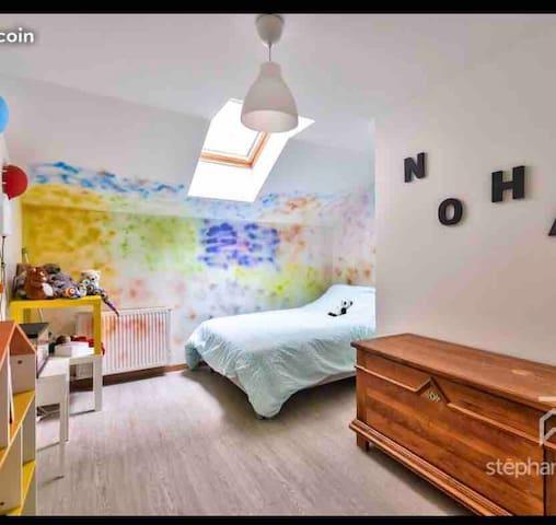 Spacieuse Chambre privée proche Paris