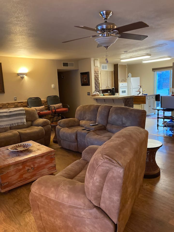 Ruidoso Retreat: 5 beds, outdoor space, game rooms