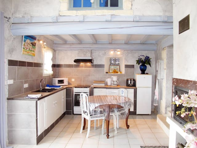 Holiday House L'Amandier for 4 persons in Valreas