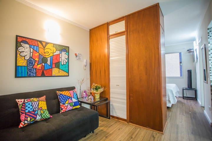 Sala com armário 1 porta.