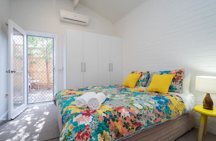 Bayside large bedroom with ensuite. - Brighton East - Casa